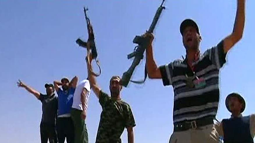 Libyan revolutionary forces meet stiff resistance