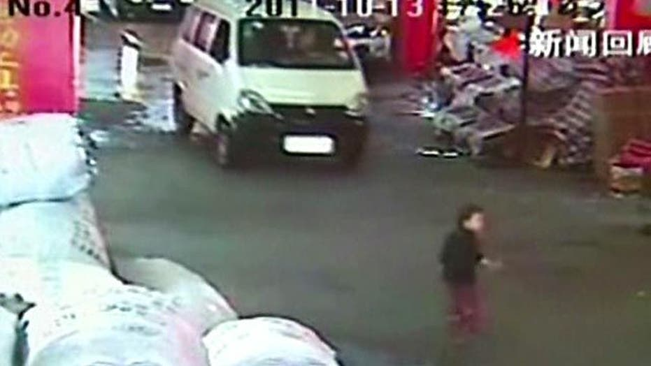 Careless Bystanders Ignore Toddler Struck by Vans