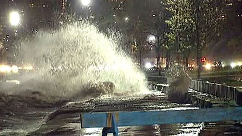 Strong Winds, Waves Cause Treacherous Conditions in Chicago
