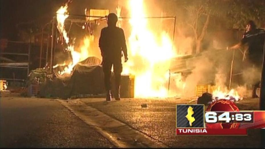 Around the World: Rioters, police clash in Tunisia