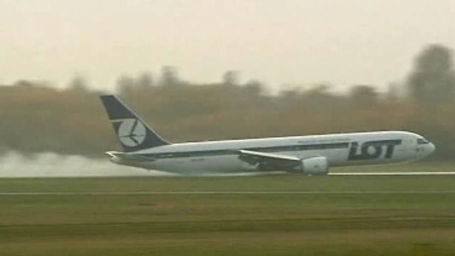 Boeing 767 Makes Emergency Landing on Belly