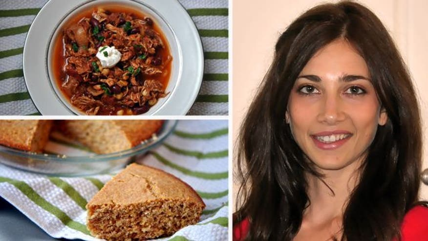 Kris Schoels shows you how to make an easy chicken chili in the crockpot as well as delicious honey cornbread