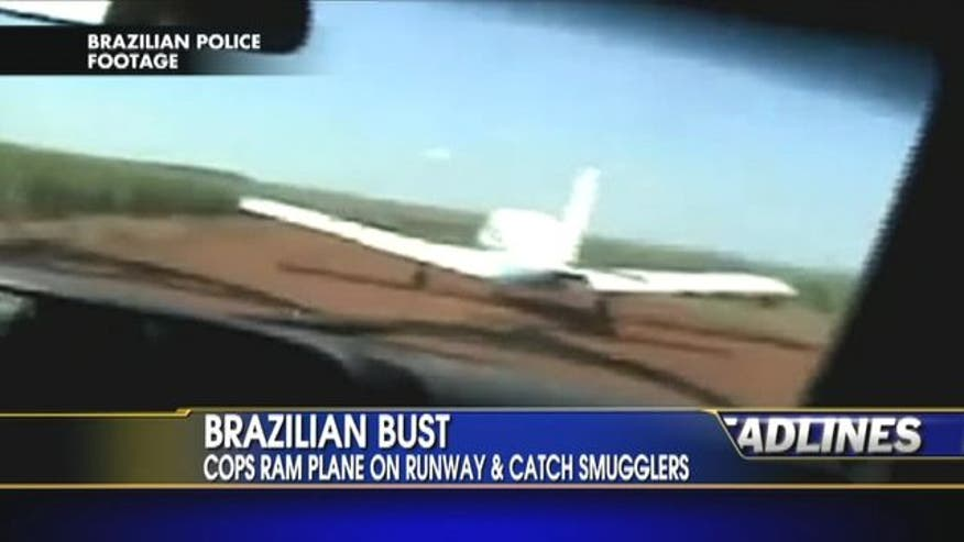 Cops ran plane on runway and catch smugglers.