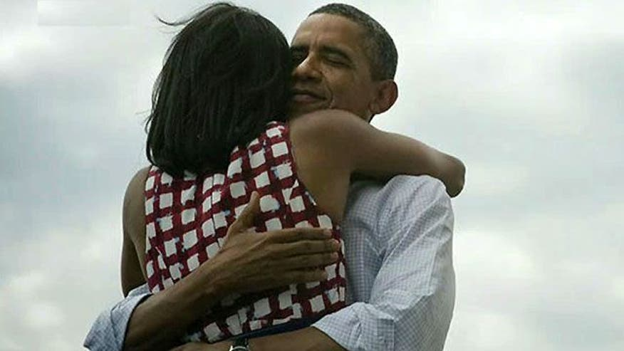 Picture of Obamas' hug goes viral