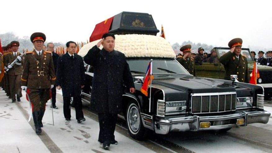 Tens of thousands line the streets for Kim Jong Il's funeral